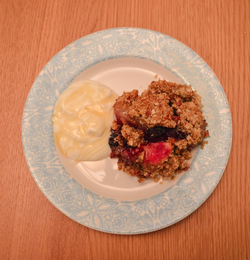 APPLE, PEAR AND BLACKBERRYCRUMBLE