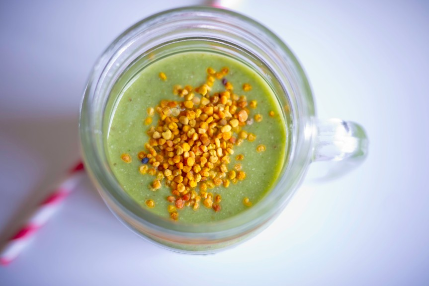 Spinach, Pear and Cashew Smoothie!